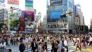 Prémium péntek: a japán kormány munka helyett vásárolni küldené az embereket
