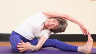 90 éve jógázik a világ legidősebb jógaoktatója