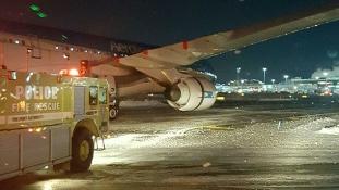 Vészhelyzet a Kennedy repülőtéren New Yorkban – videó