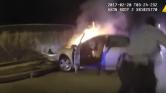 Lángoló autóból mentettek ki egy sofőrt a rendőrök Washingtonban – videó