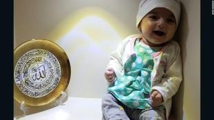 Mégiscsak Amerikában operálják a szívbeteg iráni kislányt
