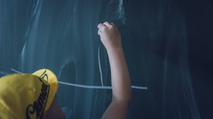 Svédországban betilthatják a külön lány- és fiúosztályokat