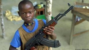 Német gyártmányú fegyverrel ölnek több országban a gyerekkatonák