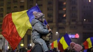 Több mint félmillióan tüntettek Romániában a kormány lemondását követelve