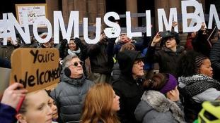 Azonnali hatállyal felfüggesztették Trump elnöki rendeletét a beutazások tiltásáról