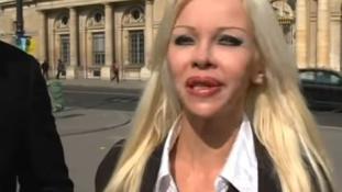 Letartóztatták a sztriptíztáncosnőt, mert félmeztelenül kampányolt