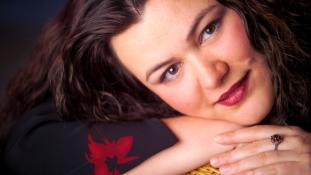 Bölcsőtől a pódiumig – Illés Teréz énekművész ingyenes dalestje a Magyarság Házában