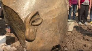 3000 éves fáraószobrokat találtak II. Ramszesz temploma közelében Egyiptomban