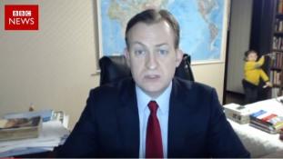 Leesik a székről a nevetéstől, ha megnézi a BBC reggeli adását – video