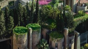 Megálmodta, megalkotta – cementgyárból épített palotát a spanyol sztárépítész
