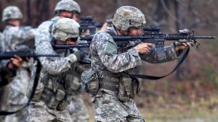 Az USA katonai erőt is bevethet Észak-Korea megfékezésére
