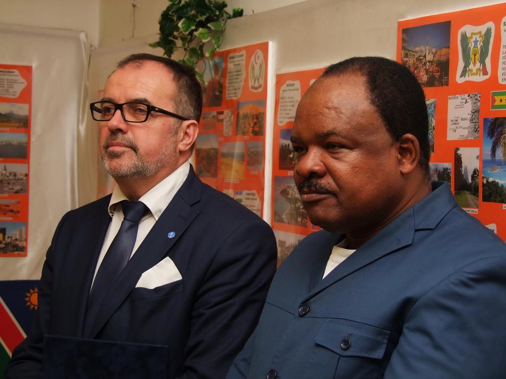 Balról Balogh Sándor, az AHU elnöke, jobbról Raymond Irambo, az egyesület főtitkára.