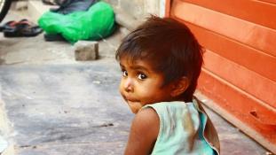 Pénzért árusított bébiket a kormánypárt nőszövetségének egyik vezetője