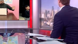 Így nézhetett volna ki a híres BBC-videó, ha arab lett volna a szakértő papa