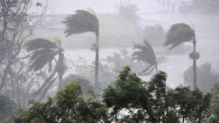 Légi felvétel Debbie-ről, a 270 km/órás ciklonról