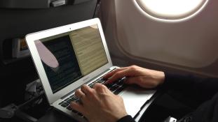 Nem mindenki vihet fel mostantól laptopot a repülőgépekre
