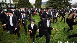 662 rajongó öltözött Chaplinnek Svájcban, az ikon egykori otthonában
