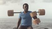 Szemétből épített konditermet egy férfi a Zöld-foki Köztársaságban