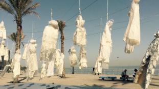 Sokkoló tüntetés menyasszonyi ruhákkal Bejrútban