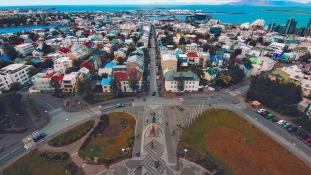 Izland a világon elsőként törvénybe iktatja az egyenlő fizetést nőknek és férfiaknak