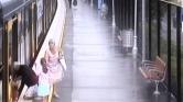 Félelmetes felvételek: vonat alá esett egy kisfiú Sydney-ben – videó