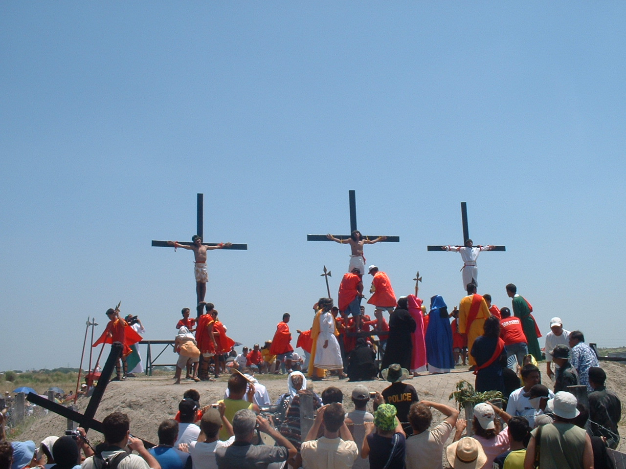 crucifixion_in_san_fernando_pampanga_philippines_easter_2006_p-ad20060414-12h54m52s-r