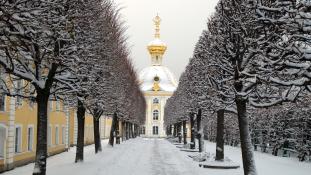 Hófehér húsvét Szentpéterváron, vidám locsolkodás Thaiföldön, ahol az újévet ünneplik