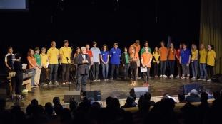 Újabb 30 gyereket segít tudáshoz Csányi Sándor alapítványa