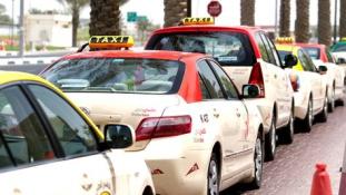 Wifi és interaktív LCD kijelző lesz a taxikban