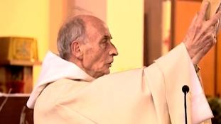 Boldoggá avatják a francia papot, akinek a torkát az oltáron vágta el egy dzsihádharcos