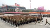 Játékfegyverekkel masíroztak a díszszemlén Észak-Koreában