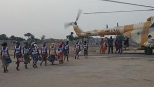 Fogolycsere Nigériában – kiszabadult a Boko Haram által elrabolt 82 iskoláslány