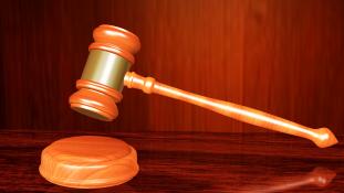 Megerősítették a csoportos nemi erőszak és gyilkosság miatt elítélt négy férfi halálos ítéletét Indiában