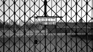 Bíróság előtt a Burger King, amiért Dachauban hirdetett