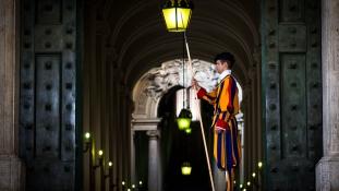 40 svájci gárdista esküdött: élete árán is megvédi a pápát!