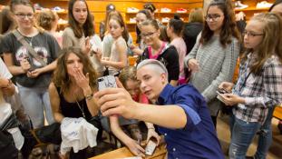 Tinitolongás – nagy siker volt a Középsuli közönségtalálkozója