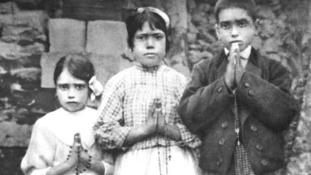 Szentté avatja a pápa Fatimában a gyereket, akik előtt 100 éve megjelent Szűz Mária