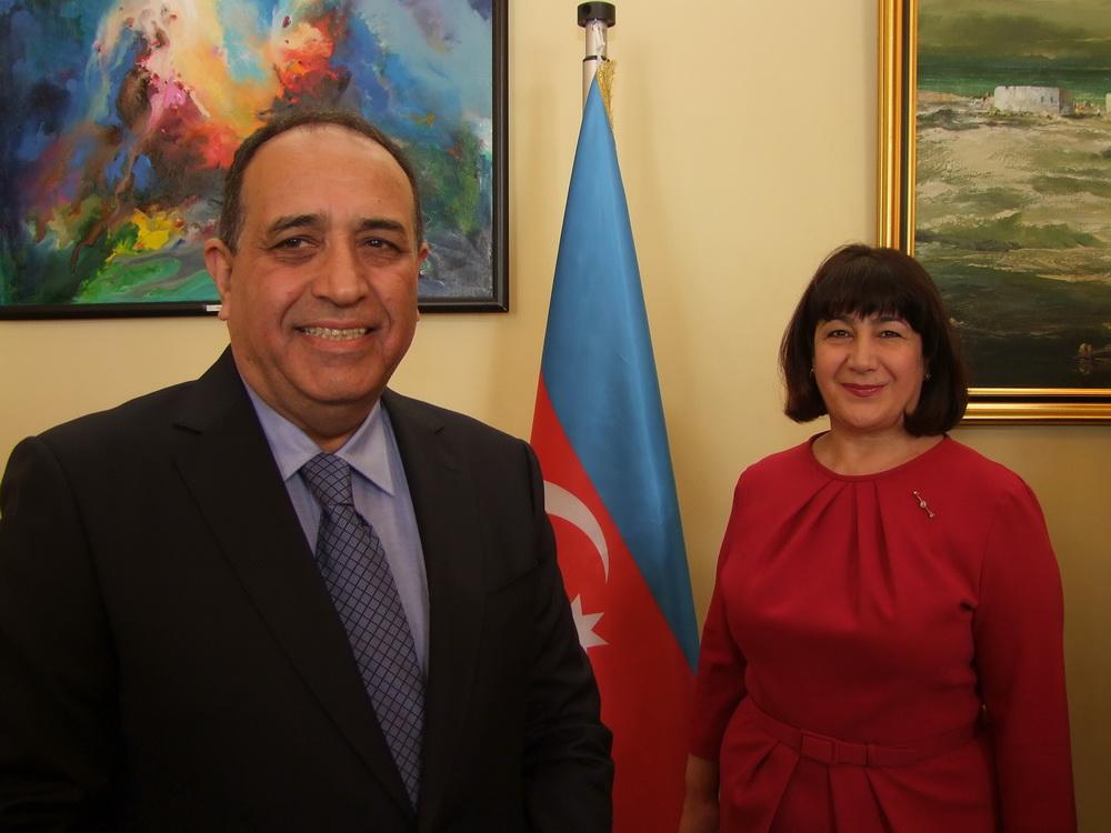 Vilayat Guliyev és felesége.