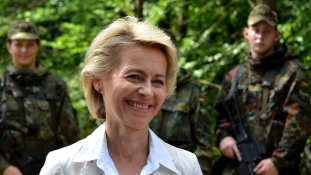 Két miniszter is bukhat a Bundeswehr hadnagyának kettős élete miatt