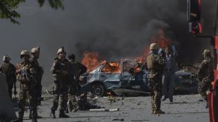 Óriási bombarobbanás Kabulban – legkevesebb 80 halott és több mint 350 sebesült