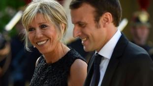 Macronékat vette célba a Charlie Hebdo