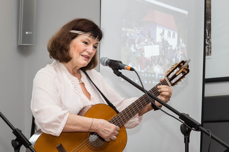 Dévai Nagy Kamilla is énekelni fog.