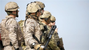 Amerikai csapatok védelmezik kurd szövetségeseiket török szövetségeseik támadásával szemben