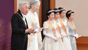 Japánban a nőket ne zárják ki a császári  házból, ha közönséges földi halandóhoz mennek férjhez