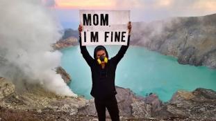 Anyu, jól vagyok – üzeni egy világjáró az édesanyjának a Föld minden tájáról