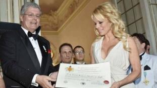 Montenegrói hercegnek adta ki magát egy olasz férfi, hogy befolyásos emberekkel találkozzon