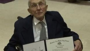 92 évesen kapta kézhez az érettségijét egy második világháborús veterán
