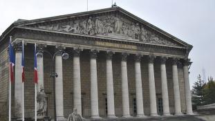 Női rekord a francia parlamentben, ahol Macron pártja abszolút többséget szerzett