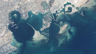Amerikai csatahajók érkeztek közös hadgyakorlatra a terrorizmus támogatásával vádolt Katarba