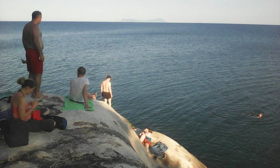 A Malawi-tó partján.